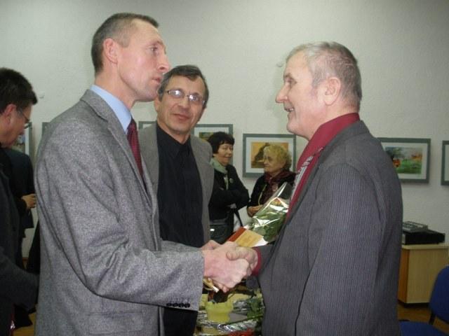 Valdas Pileckas sveikina Justiną Sajauską